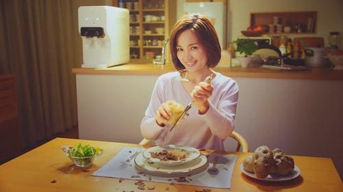 国仲涼子さん出演のウォータースタンドテレビコマーシャル1